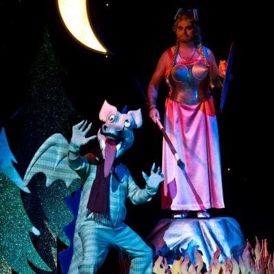 "Szene als Drache in der Oper ""Cellini"" 2015"